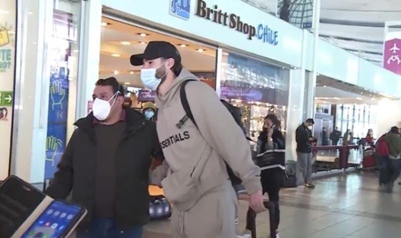 """""""Un hermoso país"""": Brereton se despide de Chile recibiendo el cariño de la gente en el aeropuerto"""