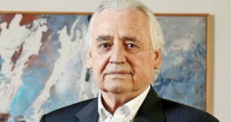 Gobierno denuncia a presidente de Clínica Las Condes por apropiación indebida tras tercera dosis