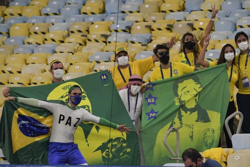 A los empujones: así fue el ingreso de los hinchas brasileños al Maracaná para final de Copa América