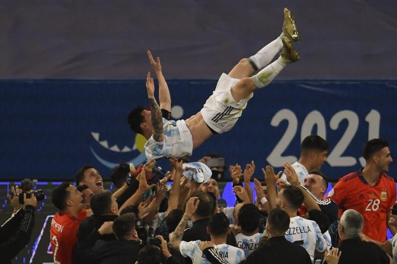 La euforia de Messi tras su primer título mayor con la selección argentina