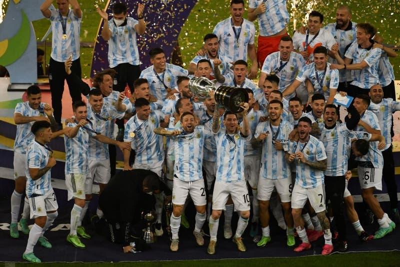 Argentina campeón de América: el momento en que la Albiceleste levanta la copa tras 28 años