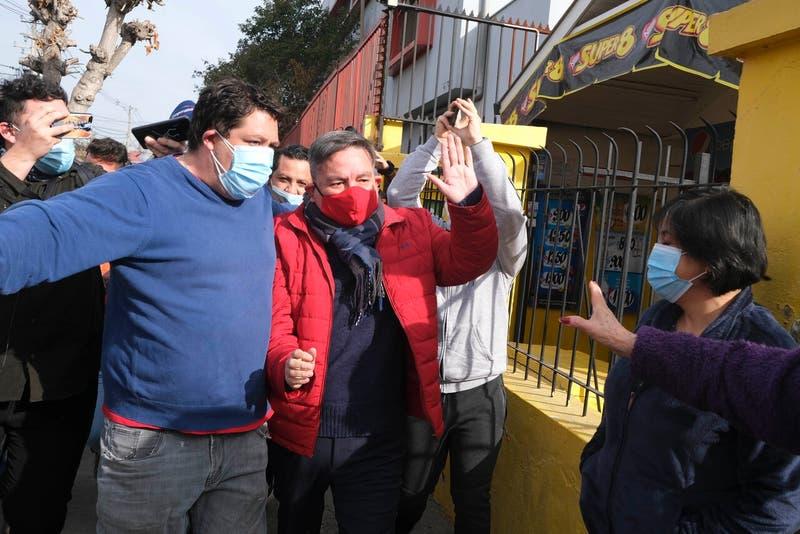 Elecciones en San Ramón: Caótica salida de alcalde Aguilera tras votar