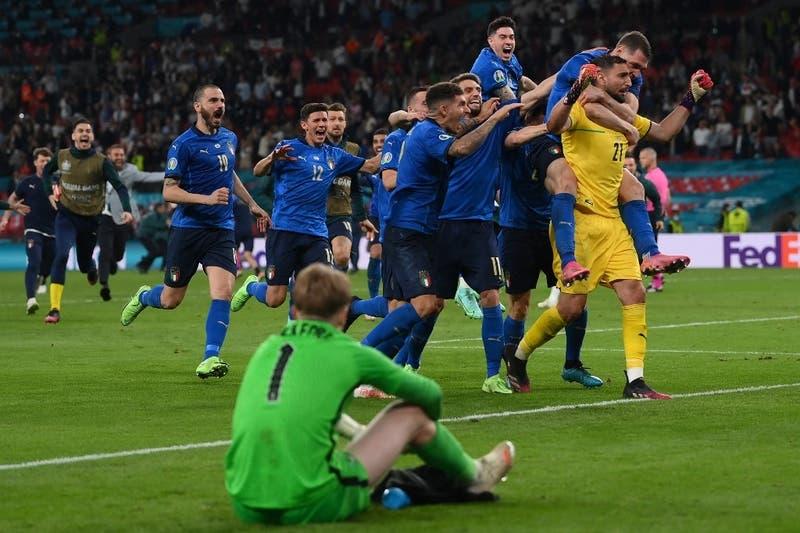"""Wembley es """"azurri"""": Italia vence a Inglaterra en penales y es campeón de Europa"""