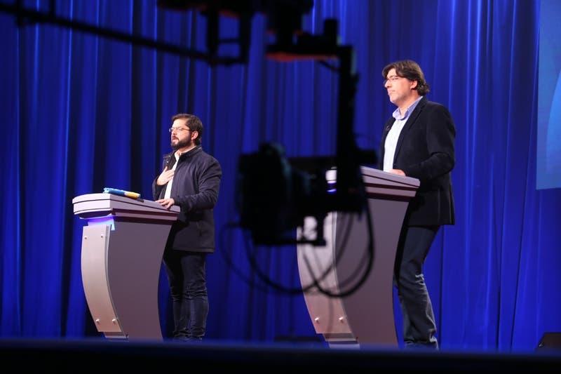 Expertos analizan desempeño de Boric y Jadue en debate presidencial de Apruebo Dignidad