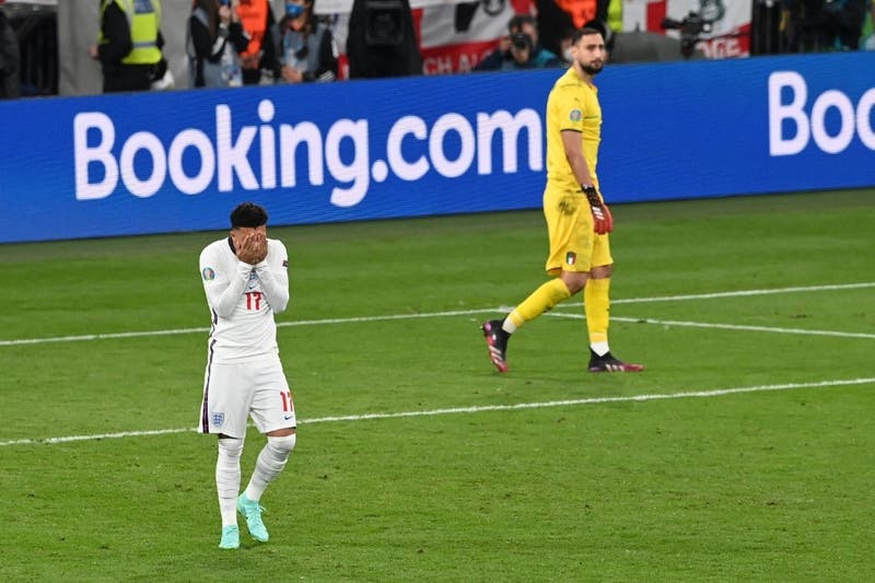 "Boris Johnson denuncia ""insultos racistas"" contra futbolistas ingleses"