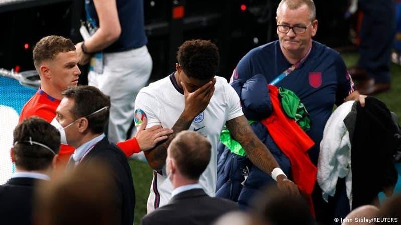 Boris Johnson y príncipe William rechazan los insultos racistas contra futbolistas ingleses