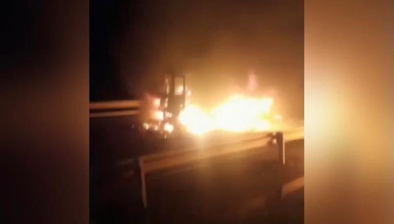 Reportan al menos cinco camiones quemados en Ruta 5 Sur a la altura de Pidima