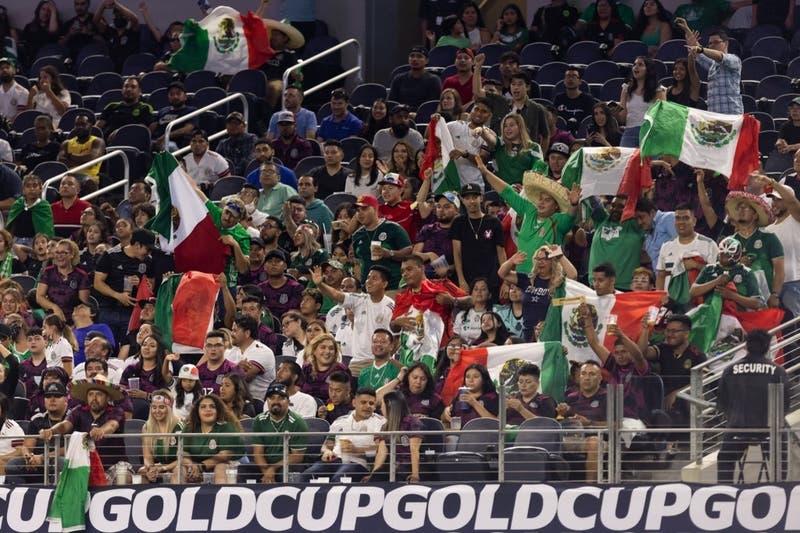 Concacaf amenaza con castigar a la selección mexicana por gritos homofóbicos de sus hinchas