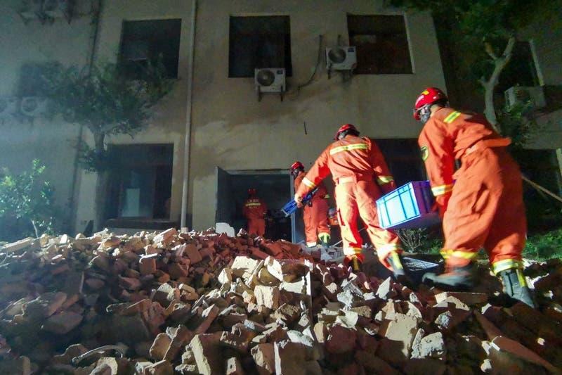 Al menos ocho muertos al derrumbarse un hotel en China