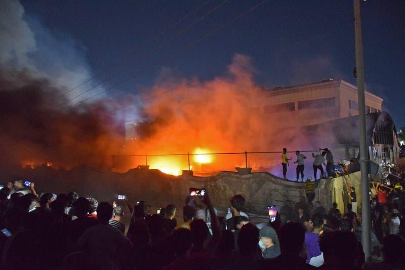 Al menos de 60 personas murieron en incendio a unidad de pacientes COVID-19 en Irak