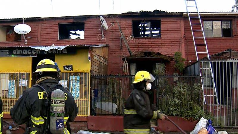 """""""Todo tiene solulción"""": El optimismo de vecinos de Melipilla tras incendio que arrasó con 15 casas"""