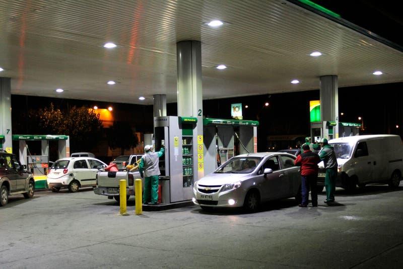 Desabastecimiento en el sur de Chile: audio de WhatsApp generó largas filas en bencineras