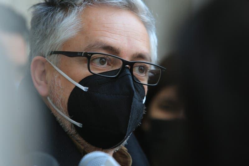 """""""No me parece tan malo"""": Baradit cree """"conveniente"""" que constituyentes de derecha sean increpados"""