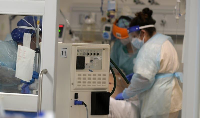 Chile reporta 1.227 nuevos contagios COVID-19 y casos activos siguen a la baja a nivel nacional