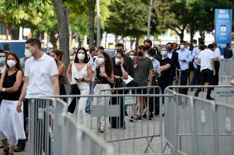 La quinta ola de la pandemia acelera nuevas restricciones en España