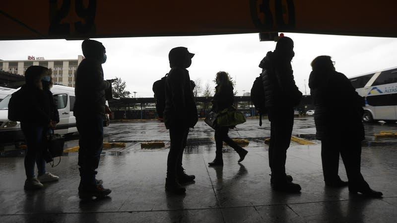 Mujer contagiada por COVID-19 y posible contacto estrecho para Delta viajó desde la RM a Concepción