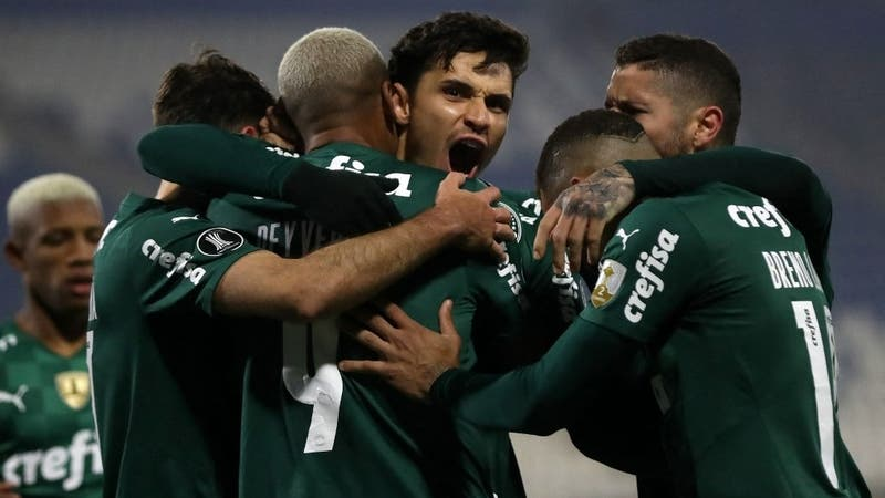 Universidad Católica cae con polémica en la ida de octavos ante Palmeiras