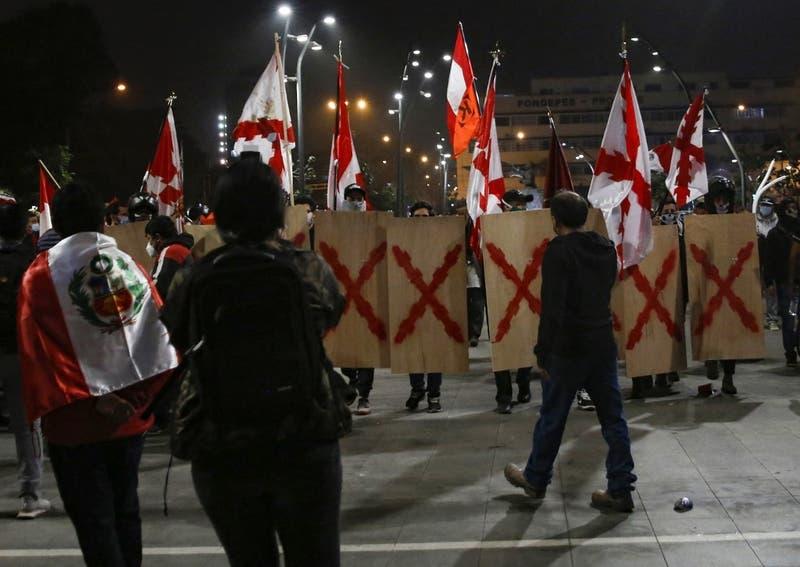 Dos ministros peruanos denuncian agresión por parte de manifestantes fujimoristas