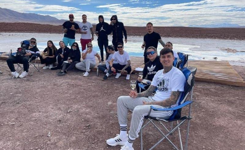 Las envidiables vacaciones de Erick Pulgar en San Pedro de Atacama: llevó a sus amigos y vecinos