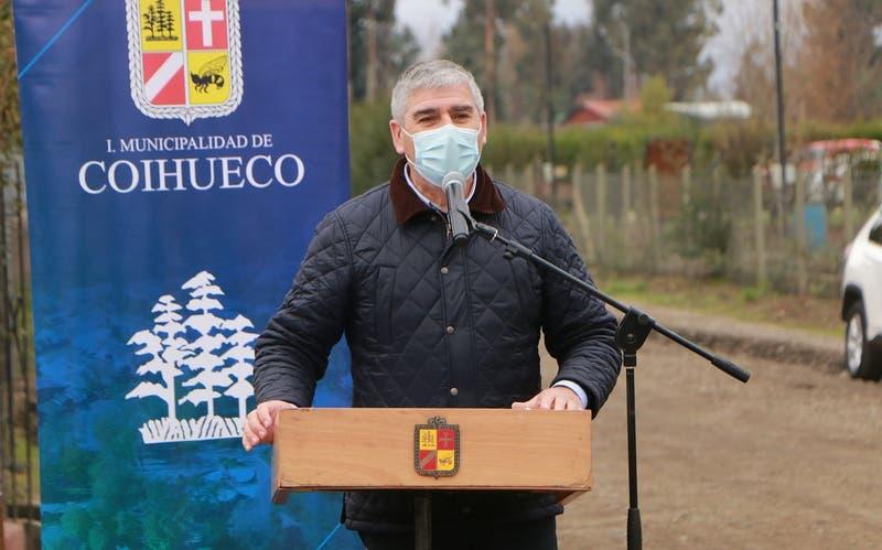 Alcalde de Coihueco y ex árbitro Carlos Chandía sufre grave accidente automovilístico