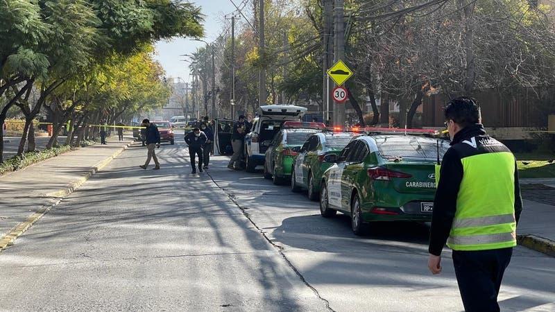 Adulto mayor es baleado en intento de robo a su vehículo en Vitacura