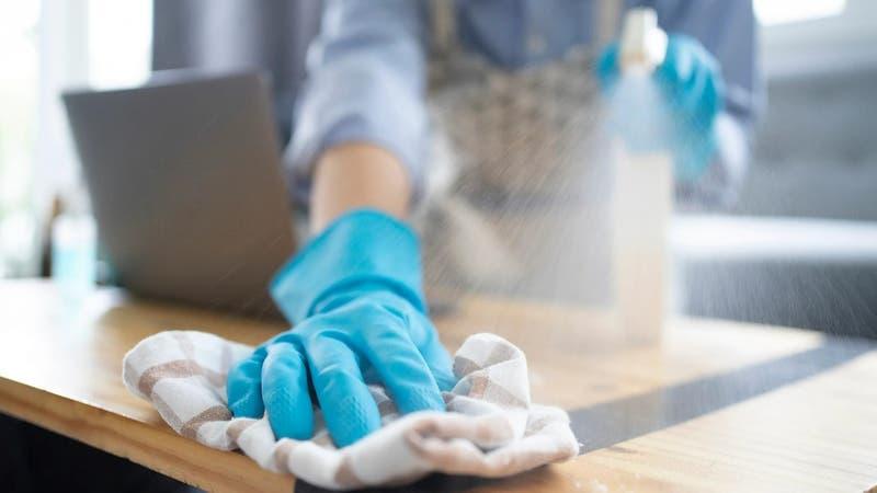Empleado de limpieza se equivoca de departamento y deja impecable la casa de unos desconocidos