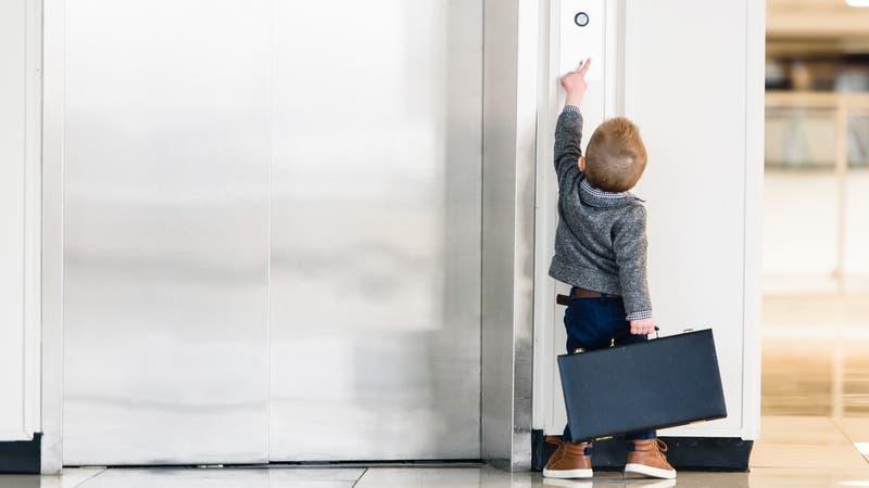 Niño de siete años muere aplastado por un ascensor en plenas vacaciones