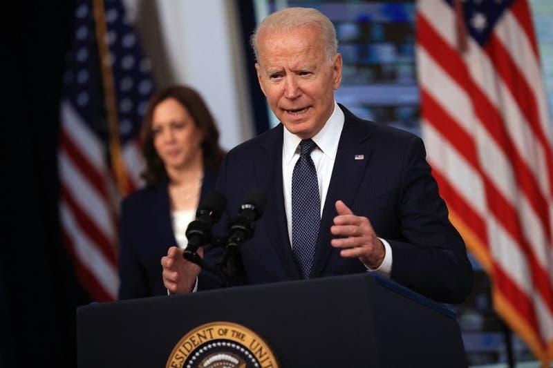 """Biden dice que redes sociales """"están matando gente"""" con desinformación sobre la COVID-19"""