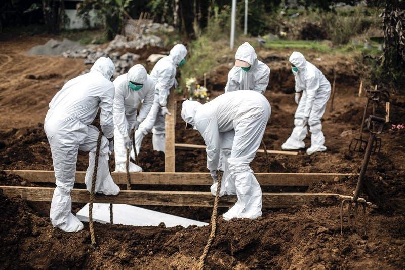 Bolivia: Mujer exhuma el cuerpo de su madre y duerme con ella durante 3 días