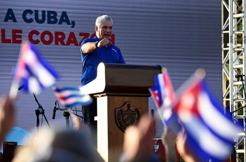 """Presidente de Cuba denuncia difusión de """"mentiras"""" sobre protestas en el país"""