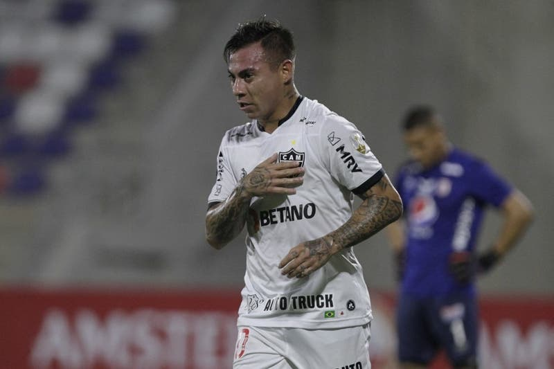 Eduardo Vargas dio positivo a COVID-19 por segunda vez