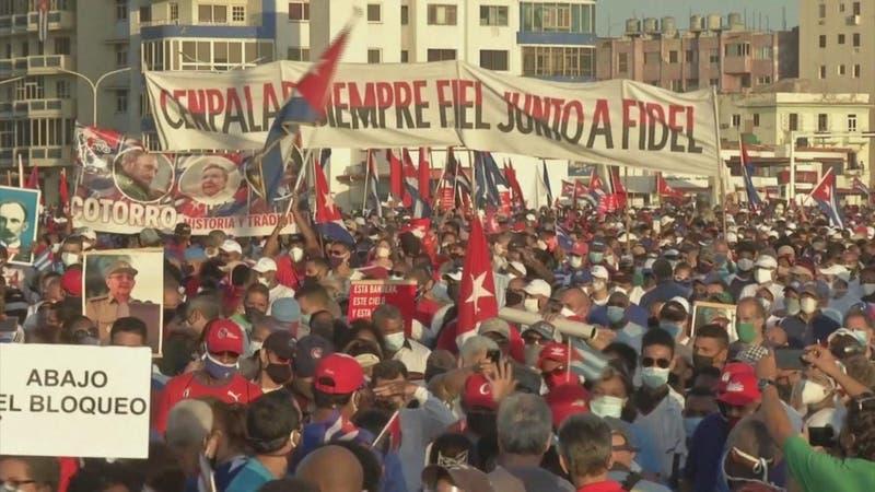 """[VIDEO] Raúl Castro reaparece para dar fuerza a la """"revolución cubana"""""""