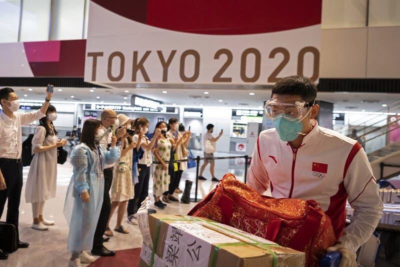 Dos atletas dan positivo en pruebas de covid-19 en Villa Olímpica en Tokio