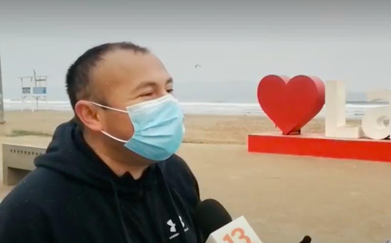[VIDEO] Perdió su carnet y regresó a buscarlo en la playa