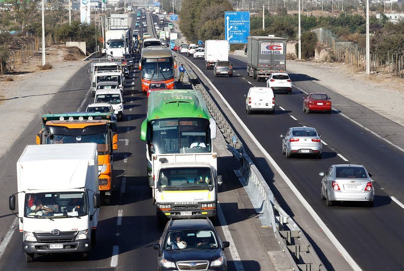 """MOP asegura que salieron """"un 50% más"""" de autos que lo presupuestado por fin de semana largo"""