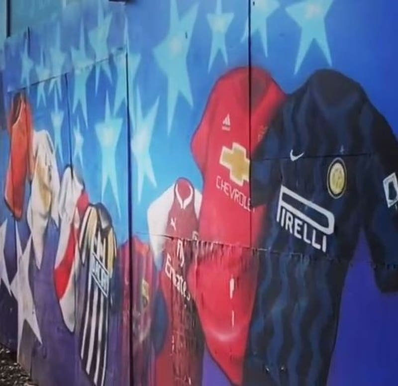 Alexis Sánchez comparte un video luciéndose con la pelota y un mural que lo homenajea en Tocopilla