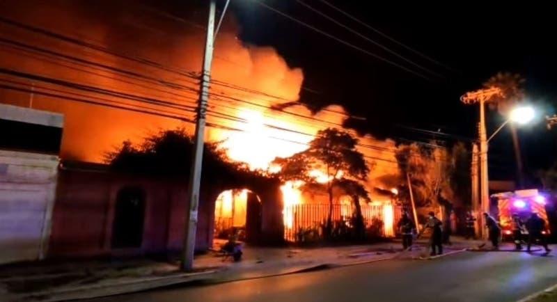 Dos adultos mayores mueren en incendio de viviendas en Quillota