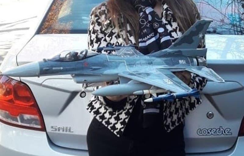 El emprendimiento que construye aviones de madera personalizados y hechos a mano