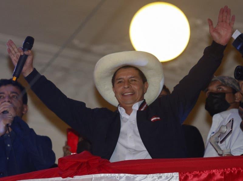 El profesor izquierdista Pedro Castillo es el Presidente electo de Perú