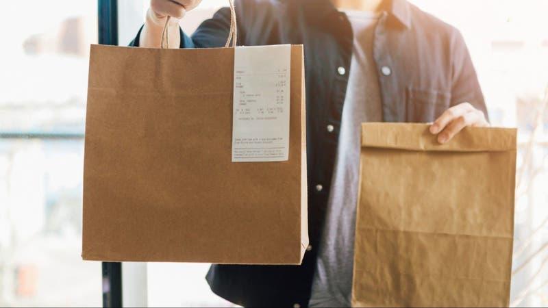"""Desde empaquetador a delivery: Plataforma ofrece """"pega flexible"""" en medio de la pandemia"""