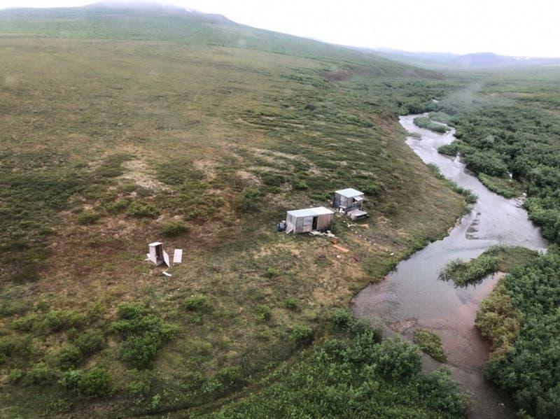 Rescatan a un hombre que resistió durante una semana el acoso de un oso en Alaska