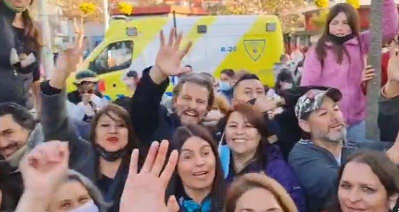 """Cristián Contreras (Dr. File) en campaña en Viña del Mar sin mascarilla y a vítores de """"libertad"""""""