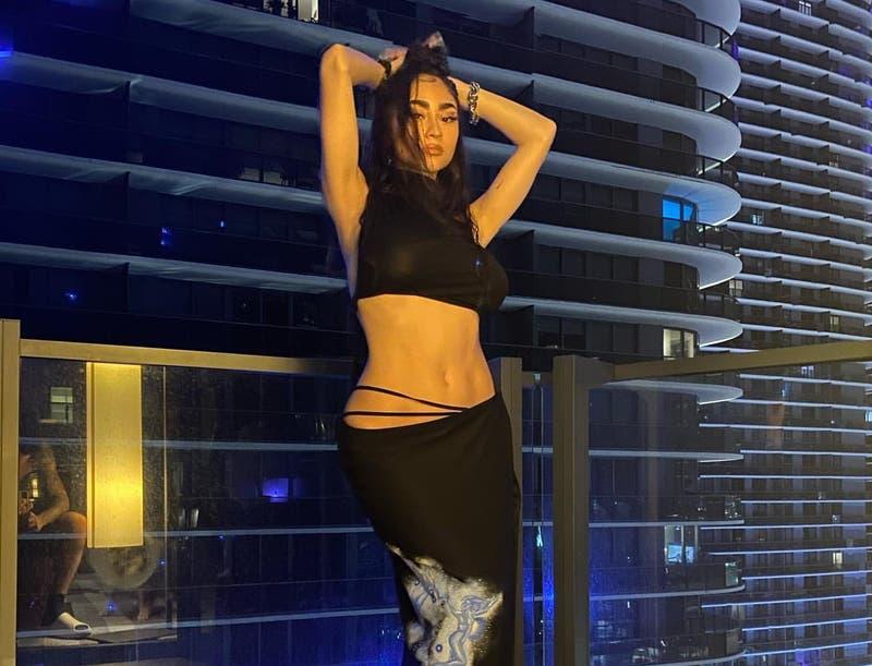 Revisa los looks de Paloma Mami en los Premios Juventud