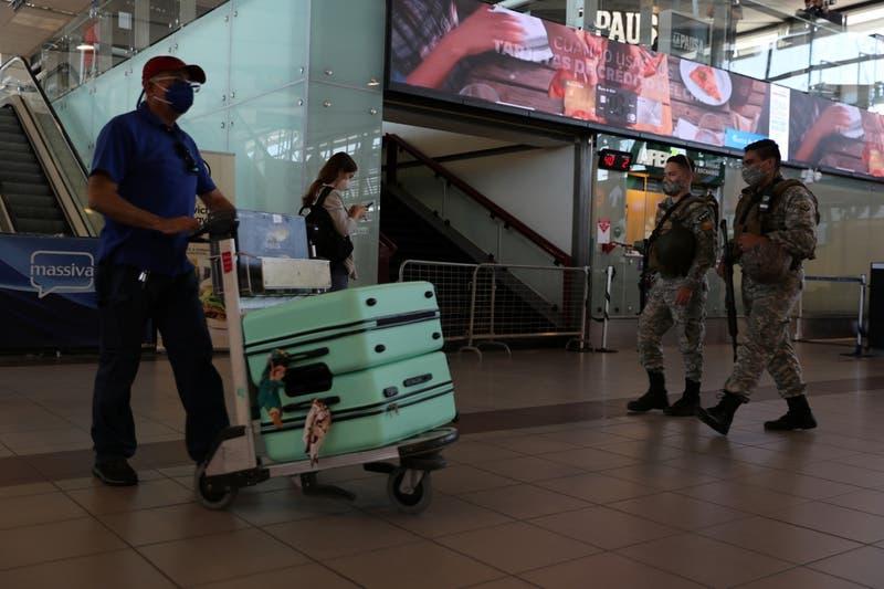 Viajes al extranjero con pase de movilidad: Bajo qué condiciones se podrá salir o entrar al país