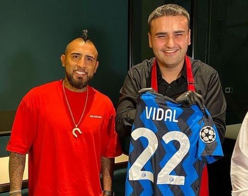 Arturo Vidal recibe particular regalo culinario de parte de famoso chef en Dubái