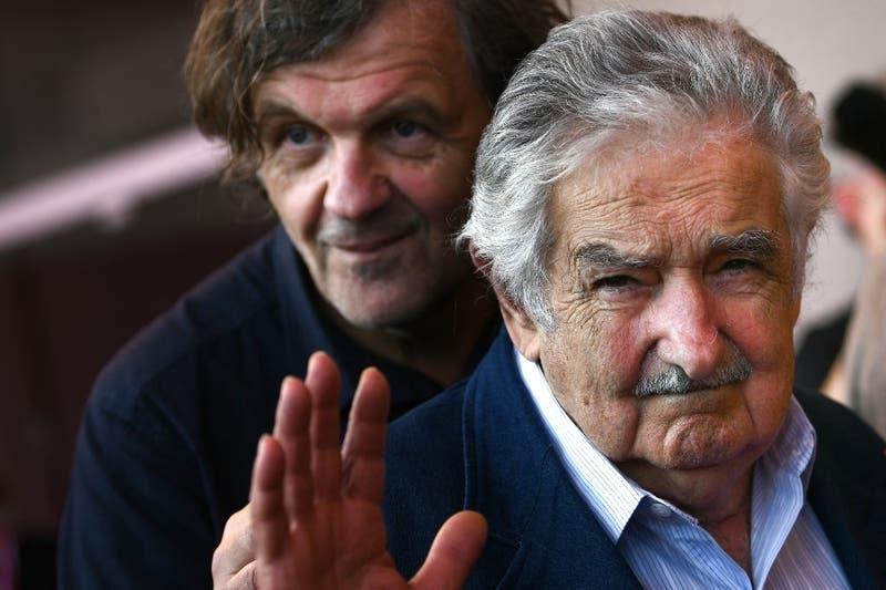 """Pepe Mujica envía saludo a Boric y lo insta a """"luchar por juntar, por ampliar"""" a la izquierda"""