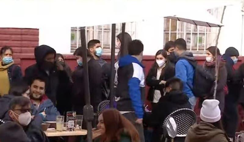 [VIDEO] Parques y restoranes repletos en primer sábado sin cuarentena en la RM