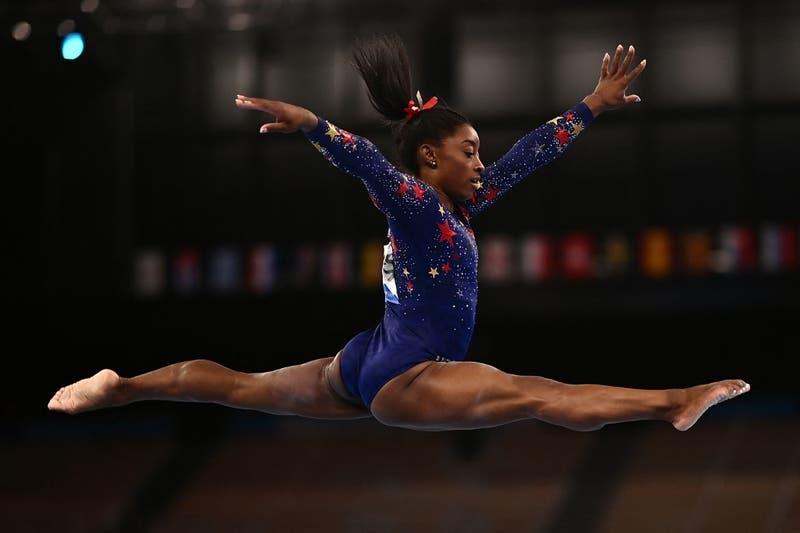 Simone Biles no brilló pero clasificó sin problemas a todas las finales en gimnasia