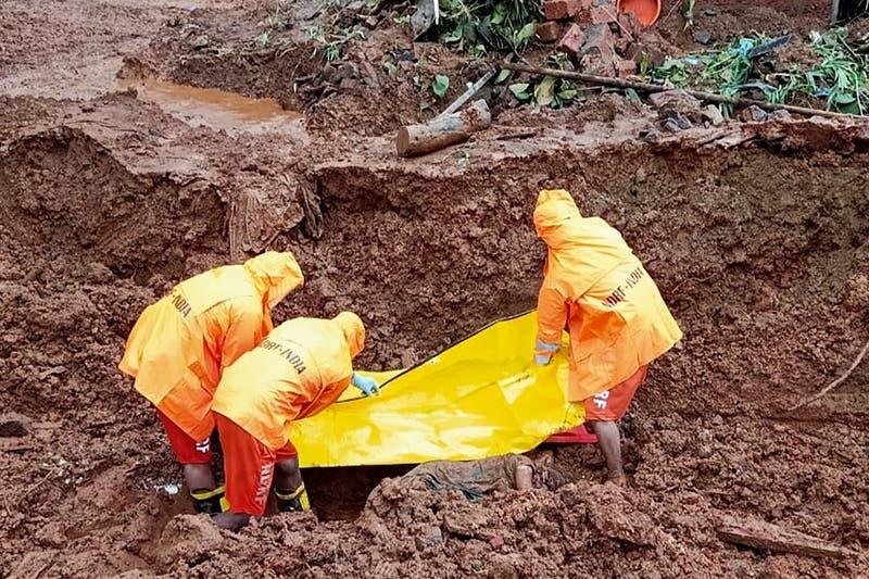 [FOTOS] Casi 160 muertos y decenas de desaparecidos por lluvias monzónicas en India