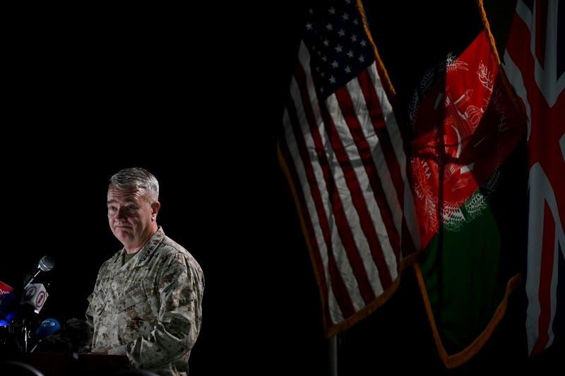 Estados Unidos proseguirá bombardeos en Afganistán si ofensiva talibán persiste